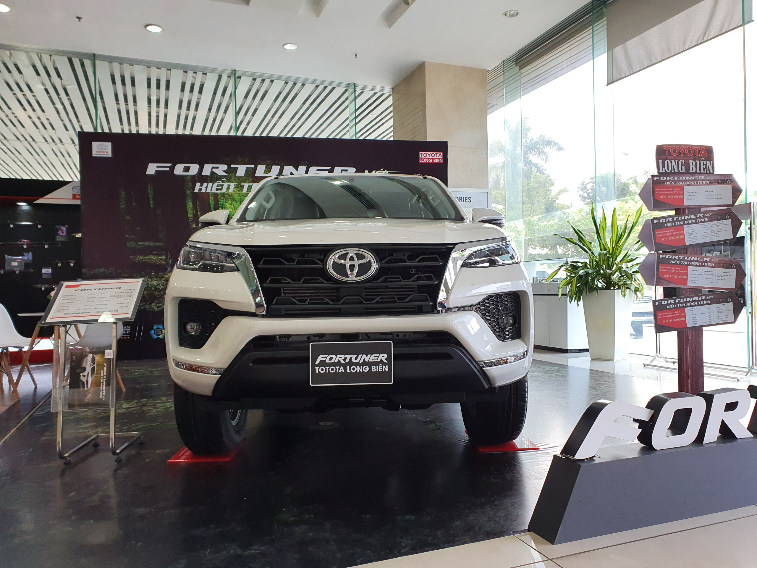 Fortuner 2.4AT (4X2)